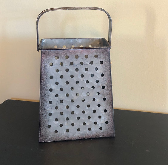 RUSTIC GRATER WITH PINE