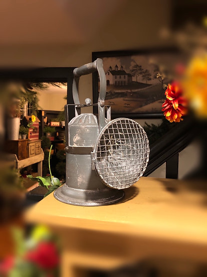 RUSTIC ANTIQUE LANTERN BATTERY OPERATED