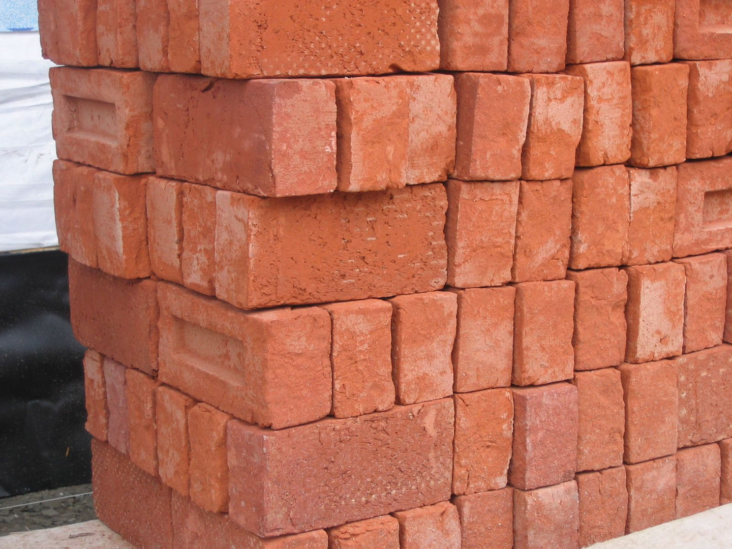 Stapel_bakstenen_-_Pile_of_bricks_2005_F