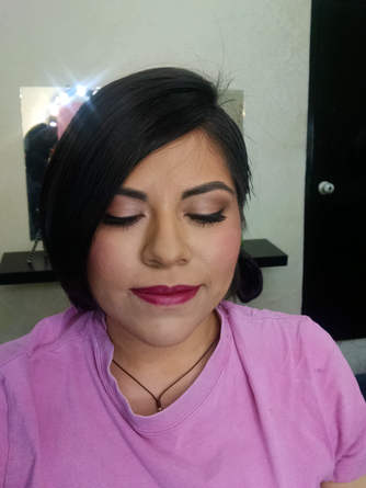 Maquillaje y peinado para damas