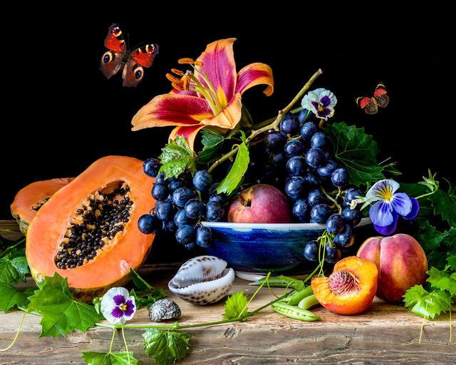 Papaya and Grapes
