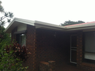 trim painting on house in Golf course area Tamborine Mountain