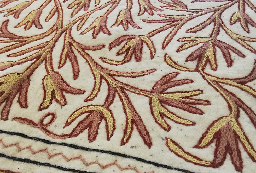 שטיח צמר על צמר בגוון לבן ניוד
