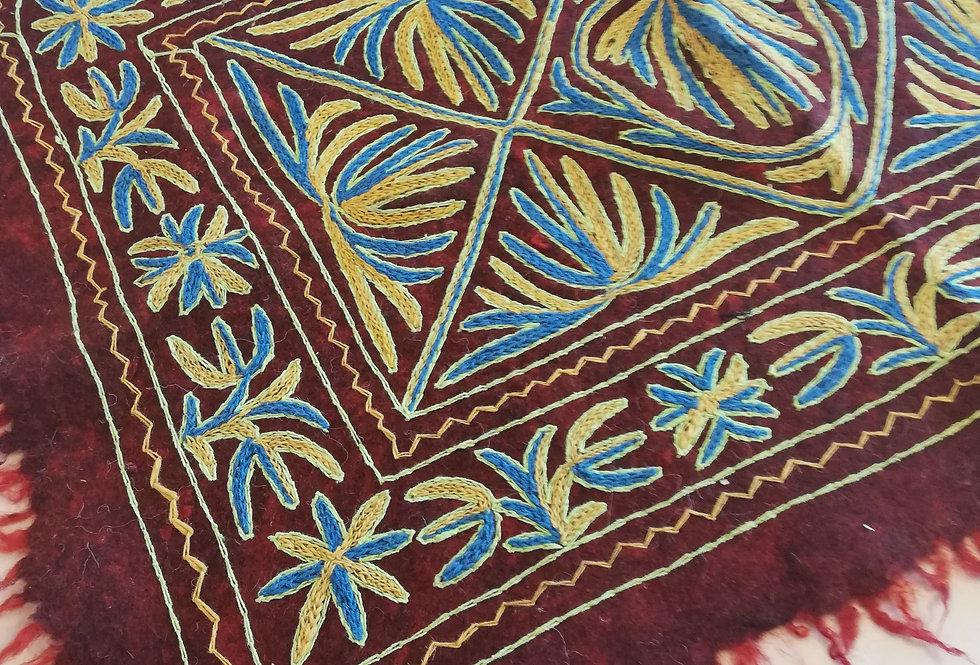 שטיח צמר על צמר 120*90 משלושים צהובים