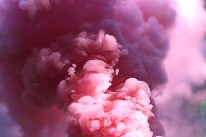 humo de color rosa