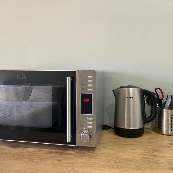 Halleria - Counter & MicrowaveIMG_3581.J
