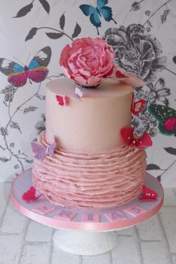 Buttercream ruffle cake with Peony