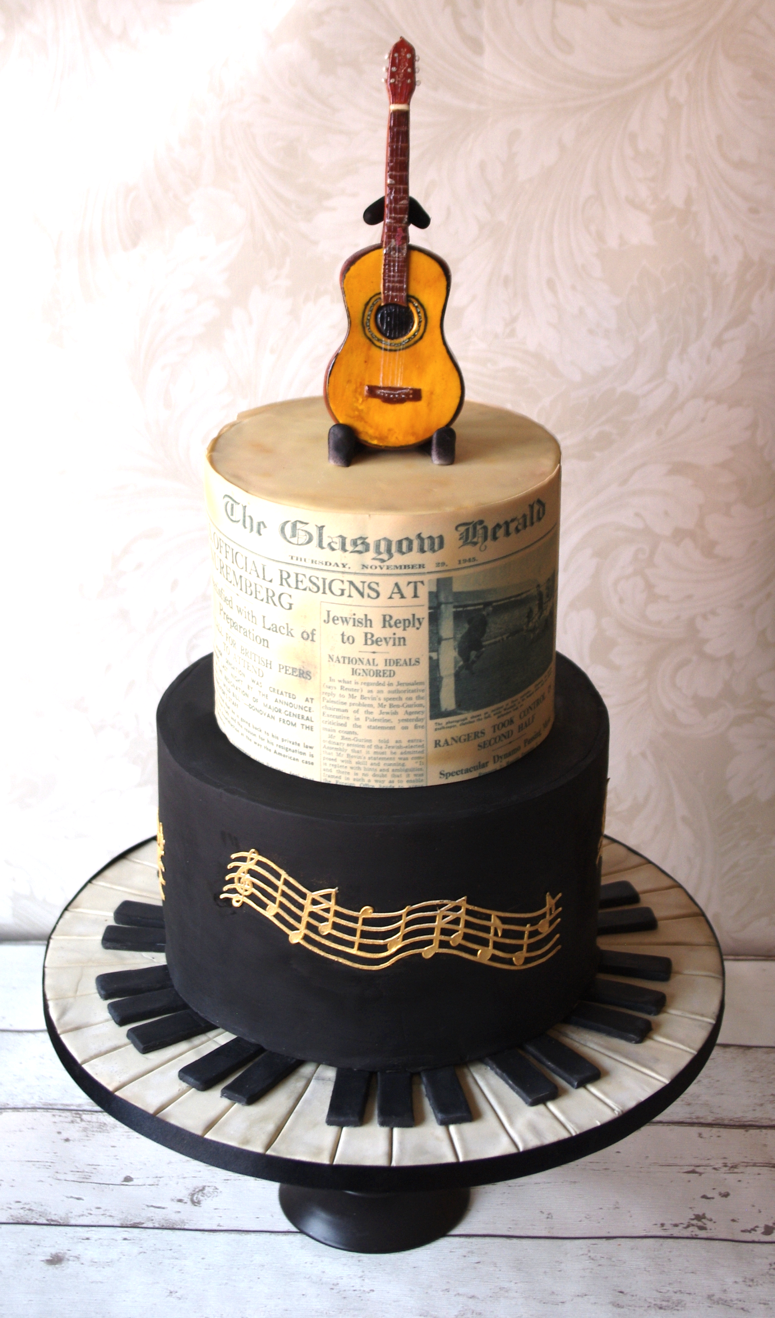 Music guitar Pianno cake