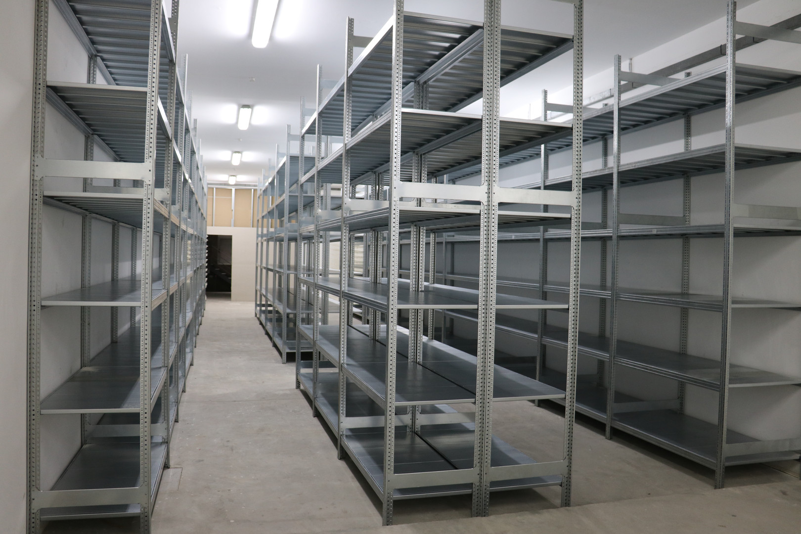 Readily installed Shelving