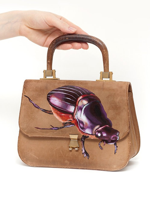 Crawling in Barcelona vintage leather bag