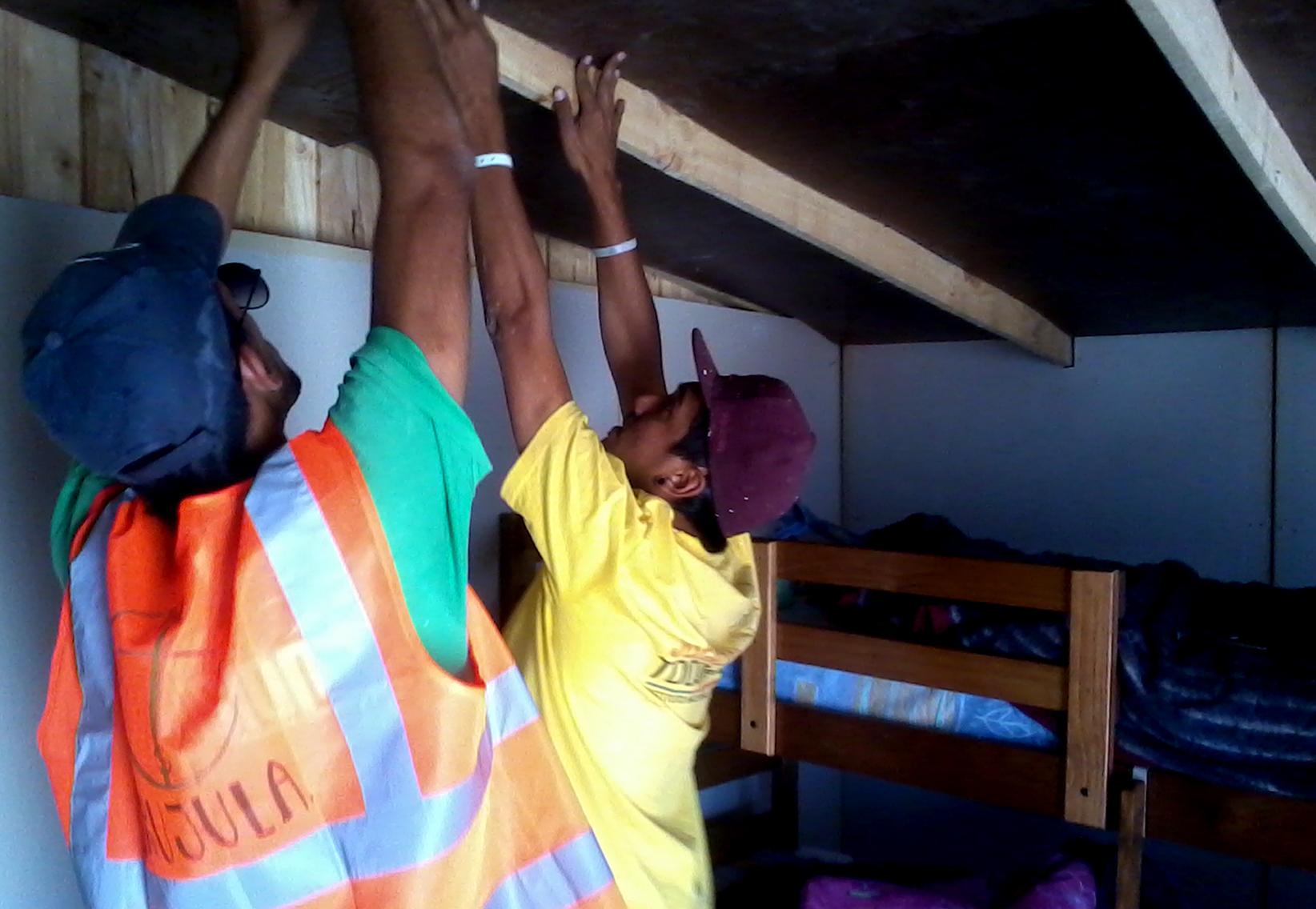 Trabajo de Construcción con INJUV