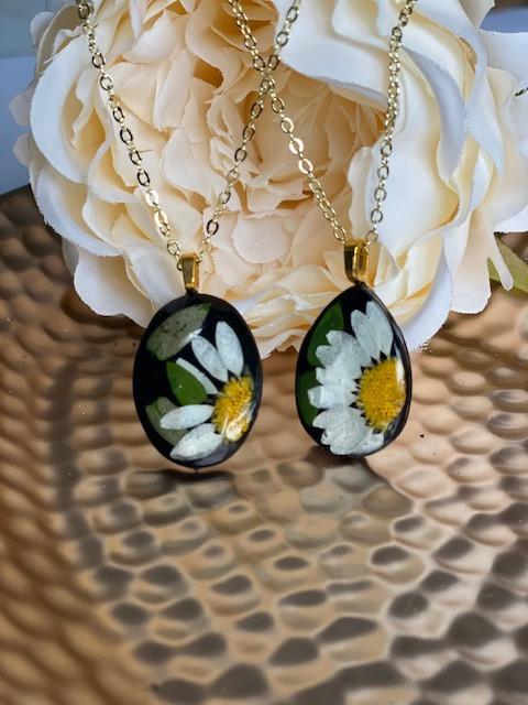 Daisy necklaces