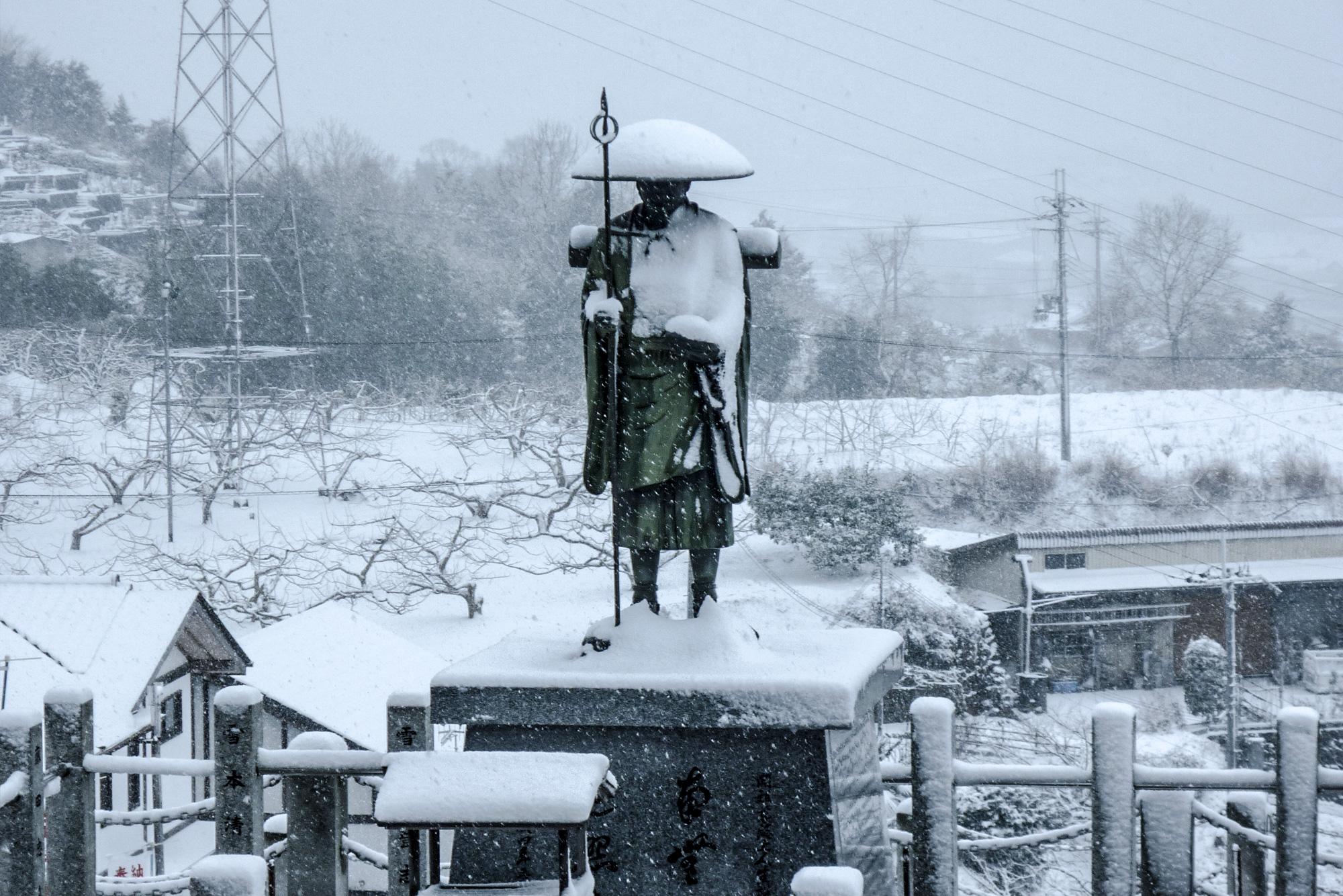 境内から見た積雪の風景