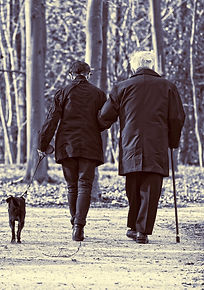 elderly-couple-3304384_1920.jpg
