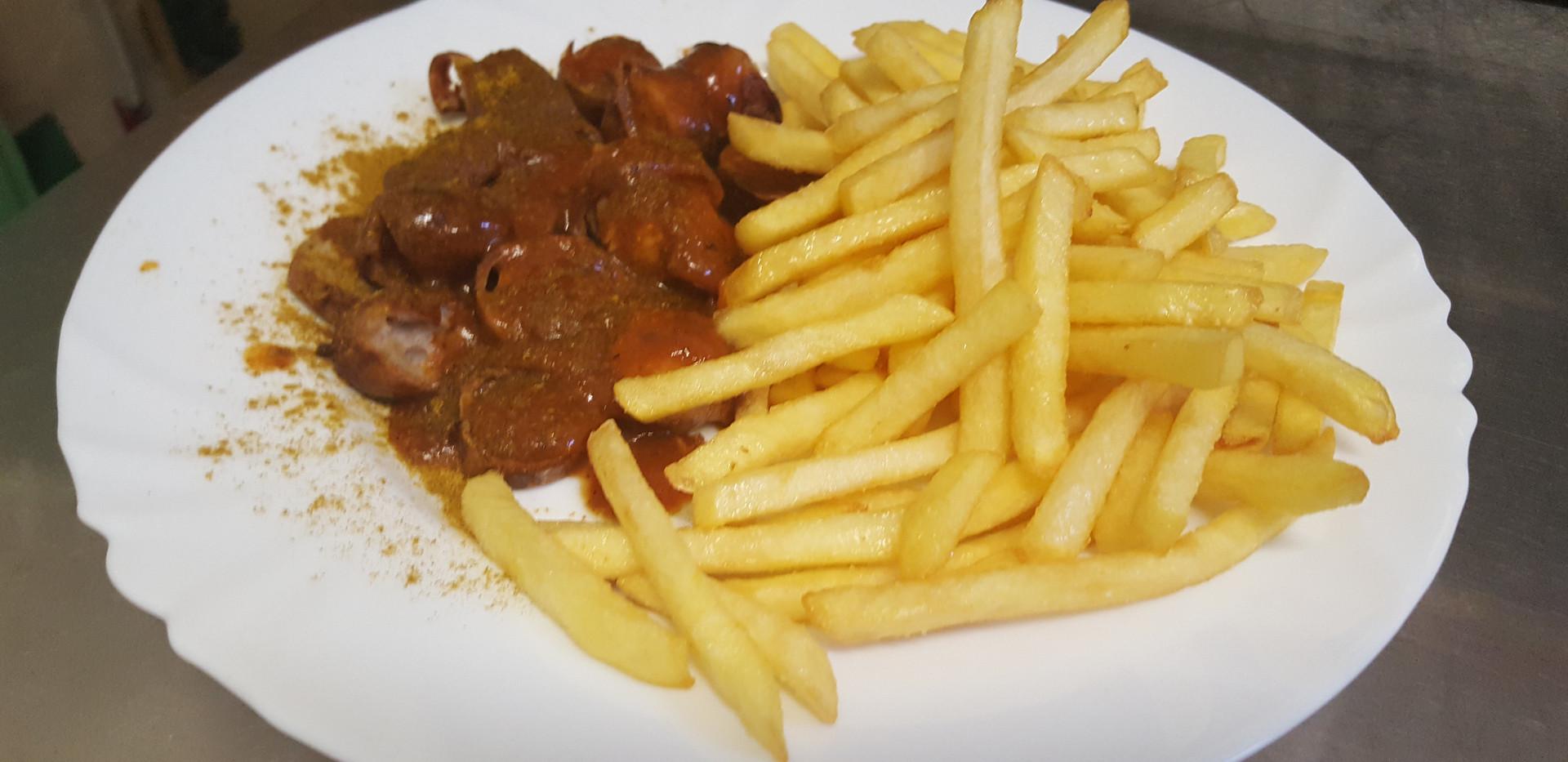Currywurst Pommes.jpg