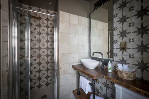 Mariner Room Bathroom