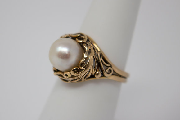 14k Gold Cultured Saltwater Pearl Ring
