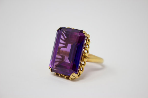 18k Gold Synthetic Color Change Sapphire Ring