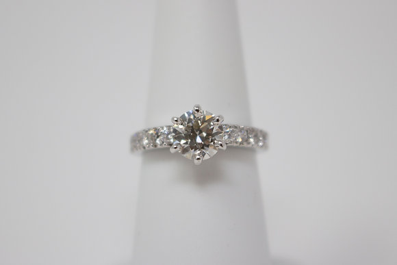 19k White Gold Diamond Engagement Ring