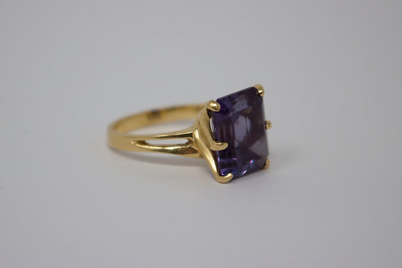 14k Gold Synthetic Color-Change Sapphire Ring
