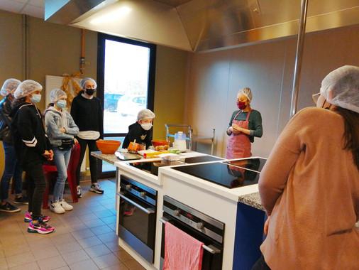 Atelier cuisine Ados au centre social les 3 villes de Hem