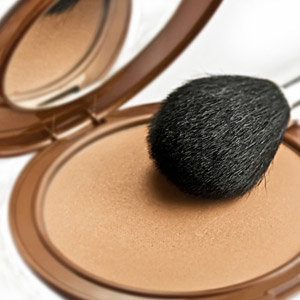 To Bronze or to Blush? How to Adapt Your Base Make Up for Summer