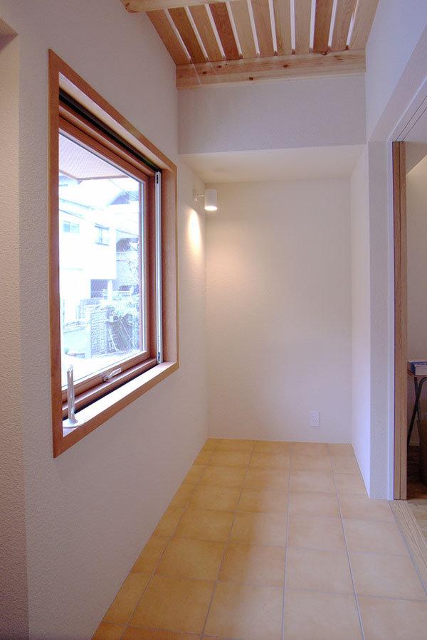 玄関横のたまり|エアコンのいらない家・千葉N邸