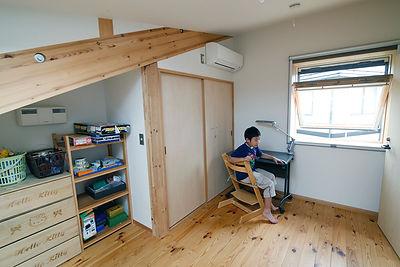 エアコンを設置した子ども部屋