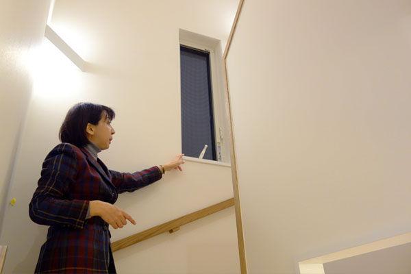 階段のウィンドキャッチャー|エアコンのいらない家・千葉N邸