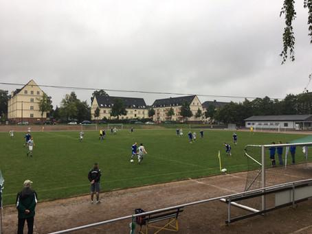 1. Mannschaft: In Unterzahl gegen Blau-Weiß bravourös ein 1:1 erkämpft