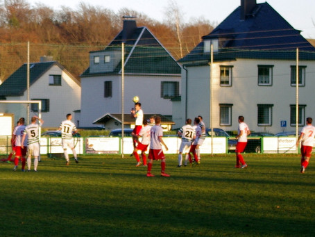 1. Mannschaft: Wieder keine Punkte im Derby gegen Adorf