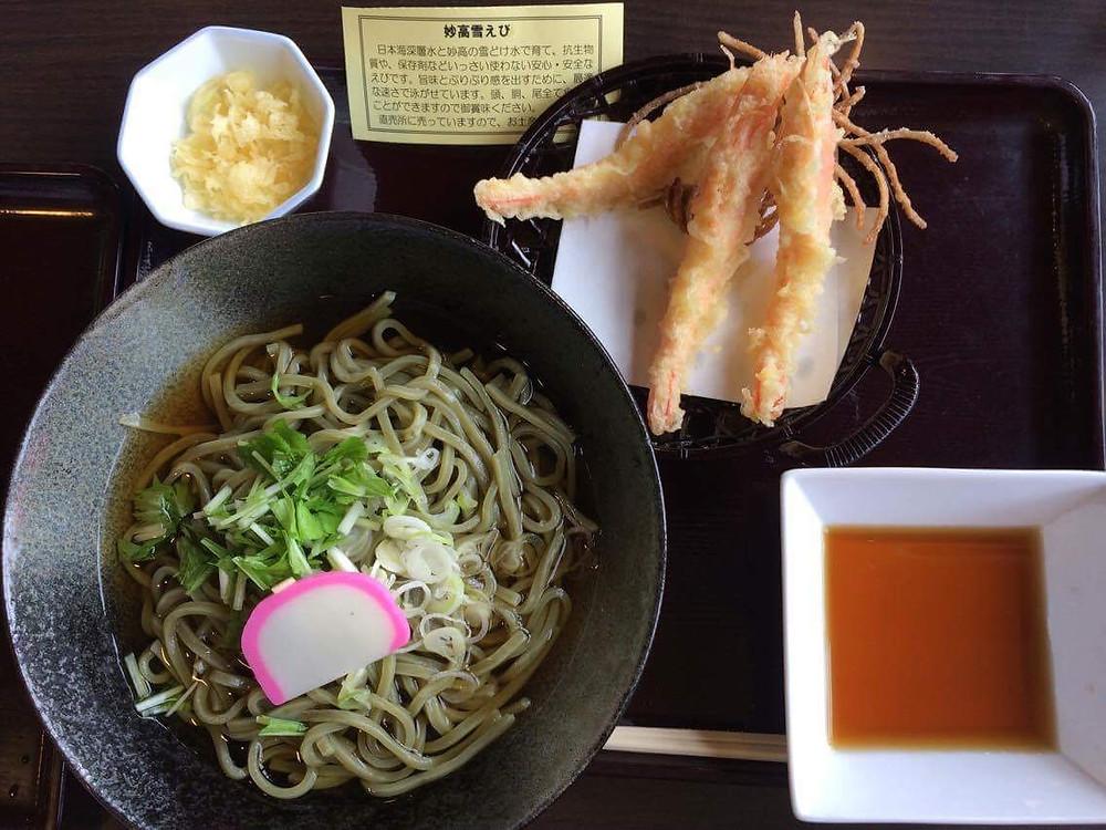 米粉うどんと雪えび天ぷら