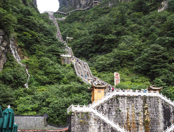 999 Steps to the heavenly Cave of the Tianmen Mountain