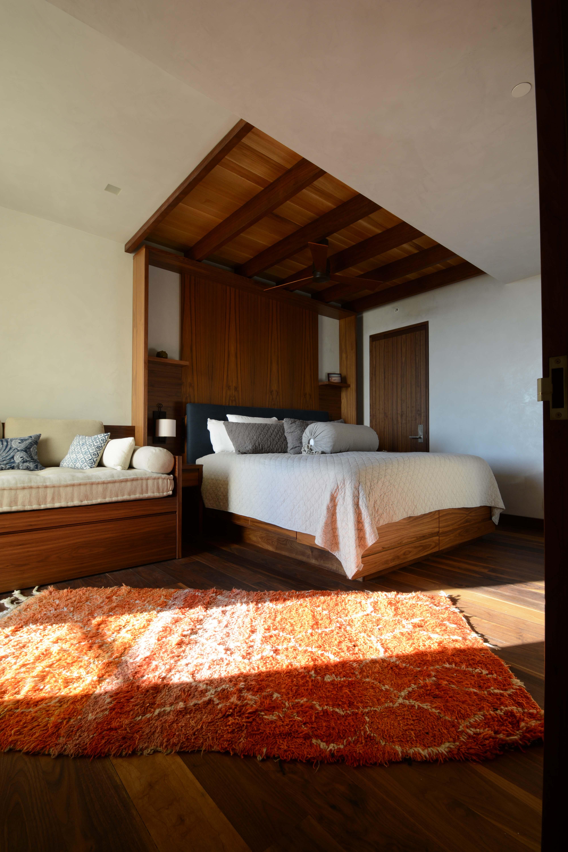 slusher guest bed