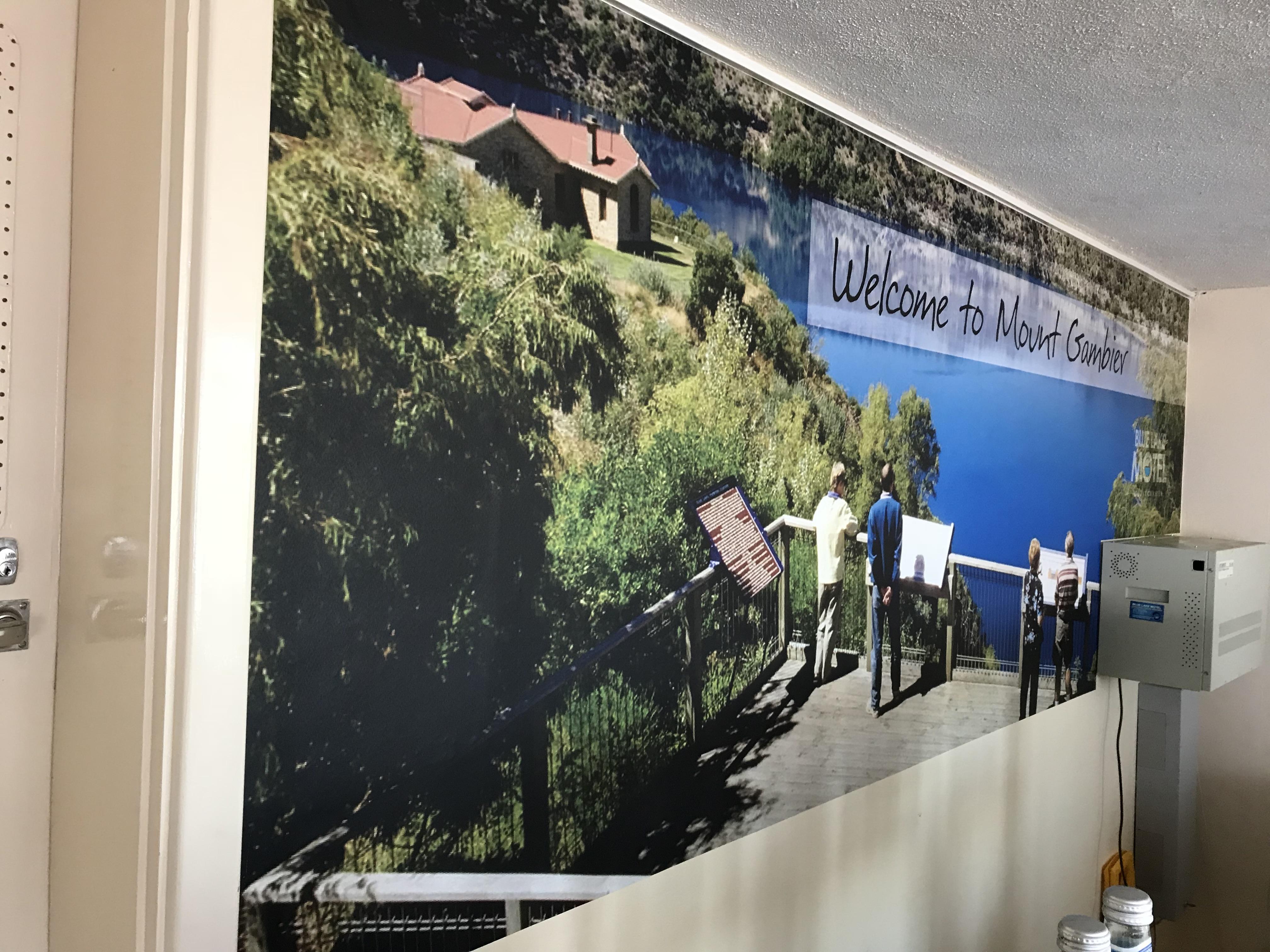 Blue Lake Motel Wallpaper