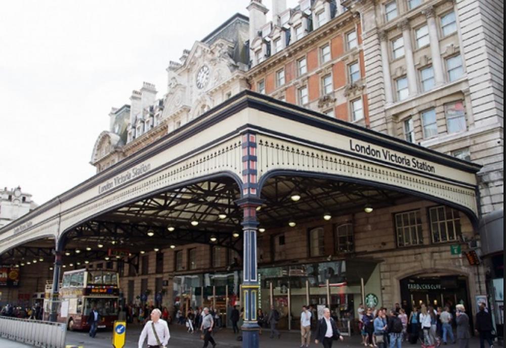 London Victoria, Clapham Junction, Train Station, Travel, Transport, Tourism