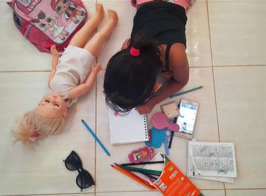 Educação: Bastidores das aulas remotas com crianças na pandemia