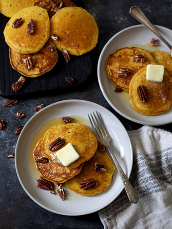 pumpkin ginger pancakes | pints and plates