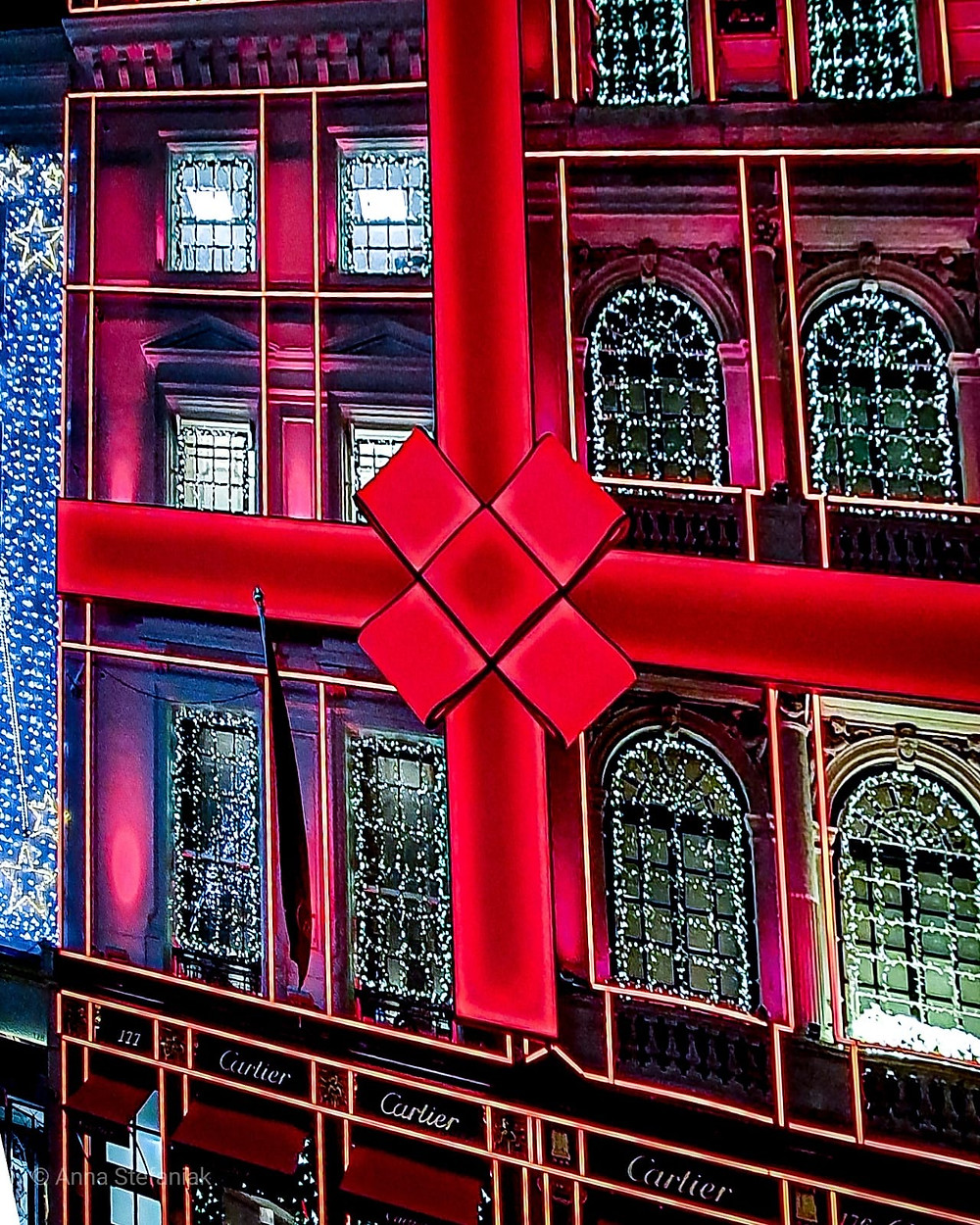 jewellery shop decorated as if it is a gift wrapped by a large red bow