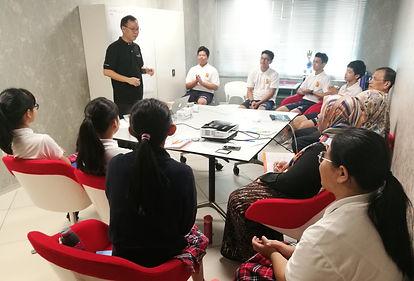 Leadernomics主要领导人Victor Wong提供讲座给学生.jpg