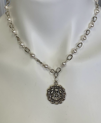 Virgencita plis medal with Pearls