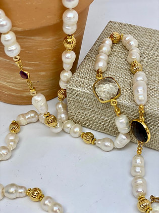 Pearl necklace and gold