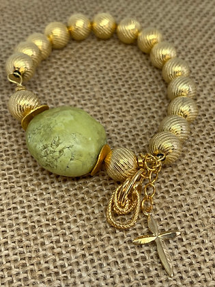 Bracelet stretch with large green Turquoise and gold One of a Kind