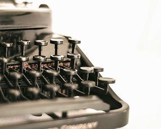 Antique typewriter_edited_edited.jpg