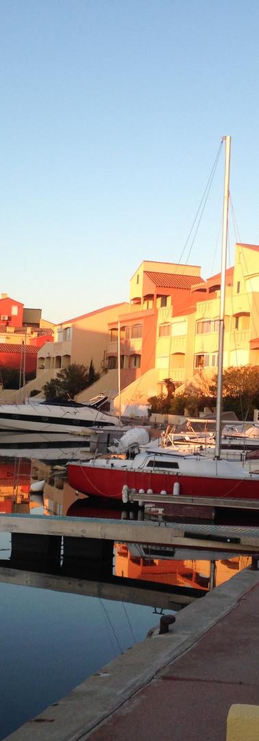 soleil couchant sur le port de plaisance de Nautica