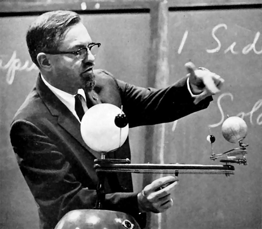 (Photo) Dr. J Allen Hynek