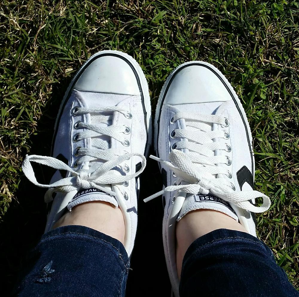 Brachial Girl - shoelaces one hand