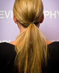 How to do a ponytail with one hand