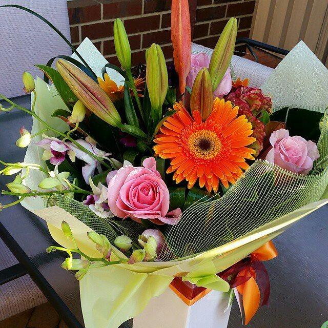 Brachial Girl - beautiful flowers
