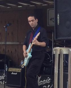 Damian Bonazzoli country guitarist